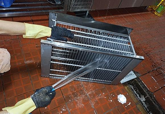 重庆厨房烟油净化器清洗中